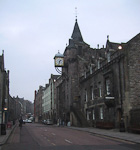 The Royal Mile runs through the old city, from the Edinburgh Castle to the Palace of Holyroodhouse.