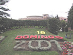 I visited Viña del Mar, also known as Ciudad Jardín (Garden City) on Sunday the 18th of November, 2001, as you can see from this flower decoration outside the local casino. The city is only ten kilometers north of Valparaíso, a distance that I travelled on a local bus.