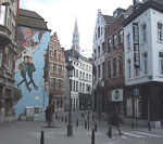 Every large city with some selfrespect have a gay street in the city center. In Brussels this is Rue Marché au Charbon. The large painting on the wall leaves no doubts.