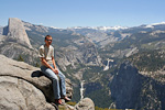 Here I am at Glacier Point (2199 meters - 7214 ft), one of the highest points and most popular viewpoints in the park. In the background is the famous Half Dome. Yosemite Valley is over 900 meters (3000 ft) below me.