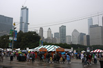 (English) The city hosts an annual food festival, Taste of Chicago, in the beginning of July. On 4th of July it was raining most of the day, but that did not stop Chicagoans from going to Grant Park for something to eat.