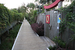 (English) Cars are not allowed on Fire Island (for the summer season), and there are wooden walkways in the villages.