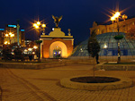 Maydan Nezalezhnosti (Independence Square) is the focal point of the city. It was also ground zero for the Orange Revolution in 2004. To the left, behind the Independence Monument, is Hotel Ukraina.
